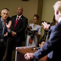 Usa 2016, Trump caccia giornalista ispanico da conferenza stampa