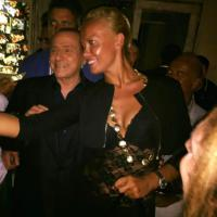 Porto Rotondo, Berlusconi con una fan allo Smaila's