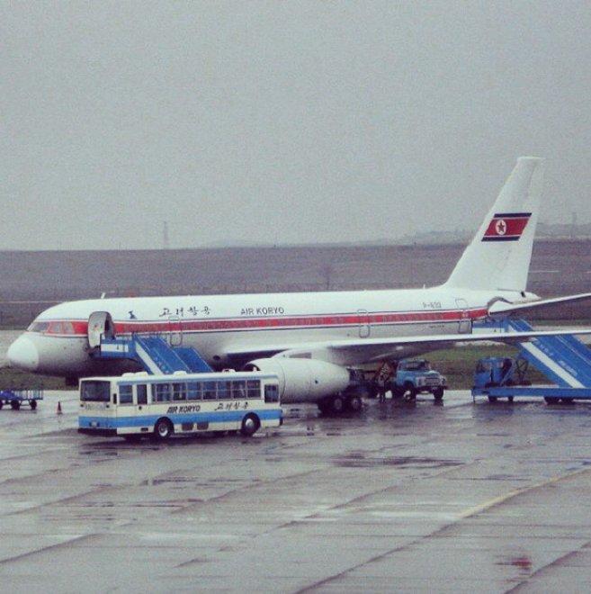 Kim Jong su tutti gli schermi e aerei del '60: Air Koryo è la peggiore compagnia del mondo