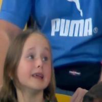 La piccola tifosa è disperata: la consola papà, capitano del Rapid Vienna
