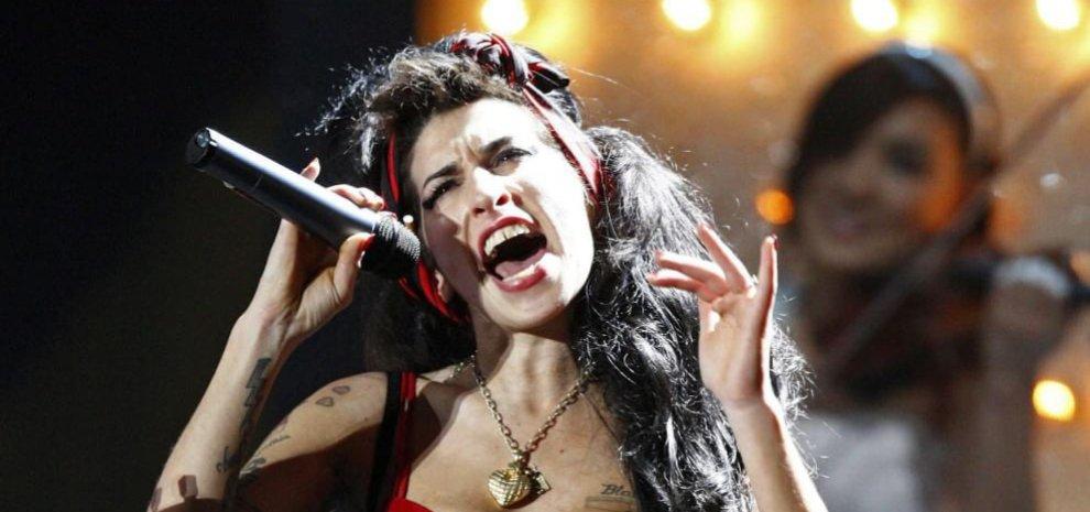 Amy, tenera e fragile. In Italia il doc su Winehouse, prodigio della musica