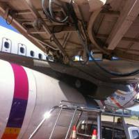 Thailandia, l'aereo manca il pontile d'imbarco: il 'finger' finisce sul motore
