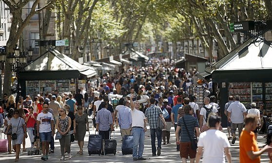 Barcellona e i turisti ora il sindaco colau attacca for Tassa di soggiorno amsterdam