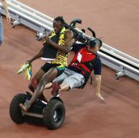 Bolt e le telecamere: la caduta con il cameraman