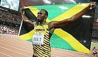 Bolt vince anche i 200   foto     Vd  Travolto da cameraman