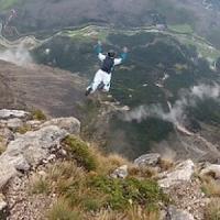 Svizzera, muore base jumper italiano schiantandosi contro rocce