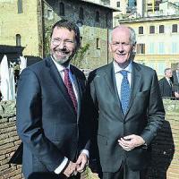 Il poliziotto-balia e il mezzo sindaco, la strana coppia per salvare Roma