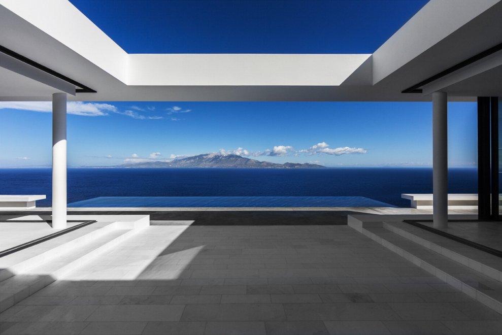 Geometrie e pareti bianche: il paradiso a Zante