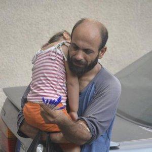 Dal crowdfunding migliaia di dollari ad Abdul, il rifugiato che vende penne per strada