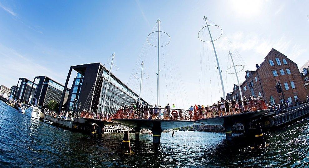 Ponte tondo, piazza sui canali