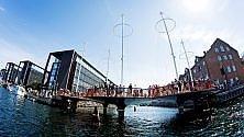 Una piazza per pedoni con vista sui canali    foto    Ecco il Ponte Circolare