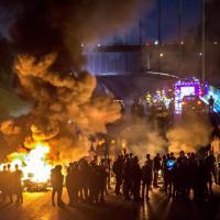 Parigi, nomadi bloccano autostrada dopo sparatoria
