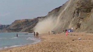 Il costone frana sulla spiaggia tragedia sfiorata ad Agrigento