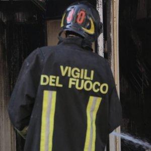 Arezzo, spengono incendio e trovano cadavere