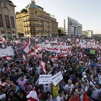 """Libano, di nuovo in piazza contro il governo il movimento """"You stink"""""""