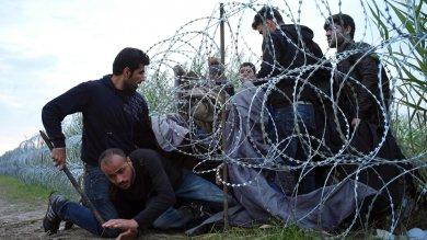 """Migranti, scossa da Berlino, Parigi, Londra """"Subito un vertice Ue sull'emergenza"""""""