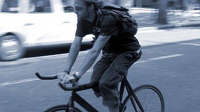 La bici a scatto fisso degli hipster  fa impazzire la Google car in Texas