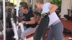 Putin e Medvedev sfoggiano i muscoli in palestra  -   foto