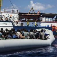 """Migranti, Bruxelles: """"Regole comuni su asilo"""". Merkel: """"No tolleranza contro attacchi"""""""
