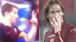 Digne come Totti: mima il risultato e fa arrabbiare gli juventini