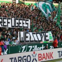 """Germania, """"Welcome Refugees"""": solidarietà ai migranti sugli spalti della Bundesliga"""