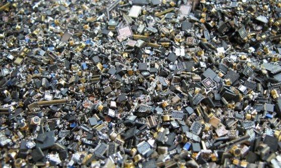 E-waste, l'Europa che non ricicla: il 65% dei rifiuti elettronici fra discarica e illecito