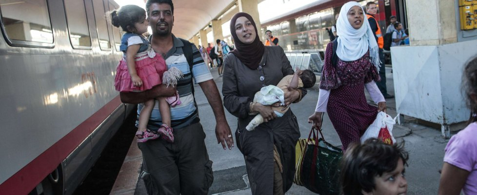 """Migranti, Bruxelles: """"Regole comuni su asilo"""". Austria ferma al confine treni e tir"""