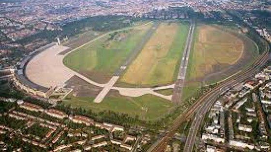 Berlino aeroporto tempelhof sar trasformato in immenso campo profughi - Lavoro architetto berlino ...