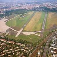 Berlino, aeroporto Tempelhof sarà trasformato in immenso campo profughi