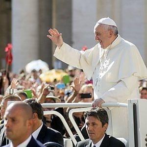 Giubileo, Papa chiede grande amnistia. E concede a tutti i preti facoltà di assolvere per l'aborto