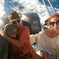 Salvato dopo 13 ore in mare: l'abbraccio con la turista greca