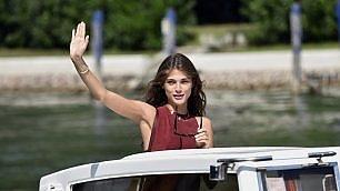 Finalmente Venezia, la madrina è arrivata: Elisa Sednaoui al Lido