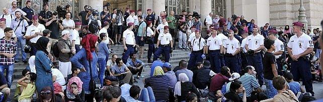 Profughi, caos Budapest: 'Colpa Ue e Merkel'   vd