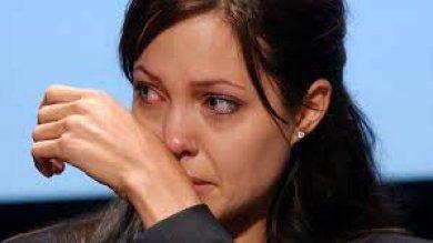 """Angelina Jolie abbandona la Fondazione benefica Halo Trust: """"Ricompense da capogiro ai vertici dell'organizzazione"""""""