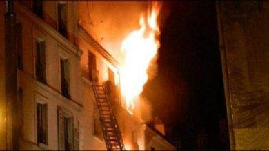 Parigi, a fuoco palazzo a Montmartre   foto   due bambini tra le otto vittime   video