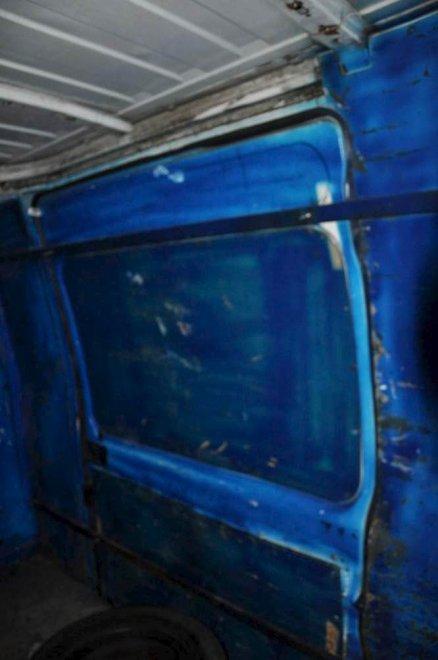 Profughi il viaggio di 24 teenager sul furgone porte for Sbarre per porte