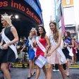 Miss America: foto di gruppo a Times Square traffico in tilt