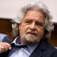 Grillo fa marcia indietro: ancora parlamentarie
