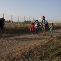 Venezia, l'appello: Marcia di uomini e donne scalzi per dare sostegno ai migranti
