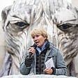 Gb, orso polare alla Shell protesta Emma Thompson    il video