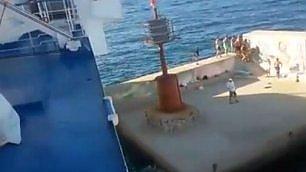 Traghetto urta la banchina fuga dal molo: nessun ferito