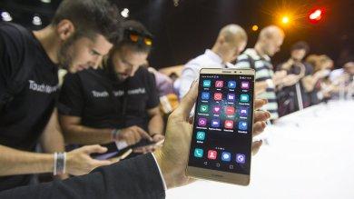 Il Mate S vuole il trono degli smartphone: e si ricarica in 10 minuti   Foto