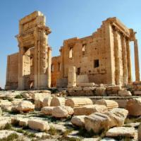 L'Is distrugge i monumenti per nascondere la vendita di reperti archeologici