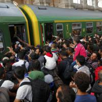 Ungheria, riaperta la stazione ai profughi: nessun treno verso la Germania
