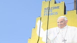 Papa Francesco a New York Terminato il murale gigante      vd