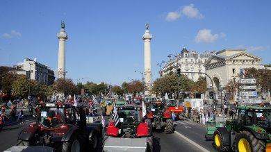 Francia: 1.500 trattori bloccano Parigi
