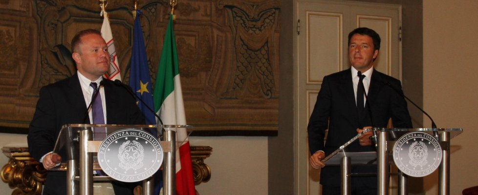 """Migranti, Renzi: """"Salvare vite è un dovere. Aspetto pacchetto di proposte Ue"""""""