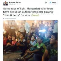 Budapest, i bambini rifugiati alla stazione guardano 'Tom&Jerry'