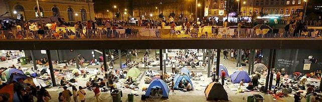 Ungheria, migranti sui treni: scontri con polizia Ue: quote obbligatorie e sanzioni a chi rifiuta