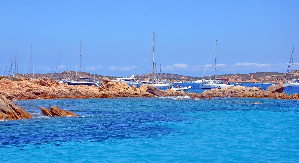 Il mare tra due Isole. Dalla Maddalena alla Corsica.   ft